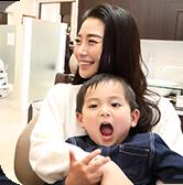 お子様の虫歯はお母さん・お父さんの責任!?幼少期からできること!